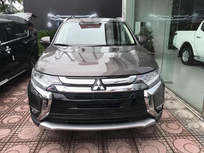Giá lăn bánh Mitsubishi Outlander- Các khoản chi phí ra biển